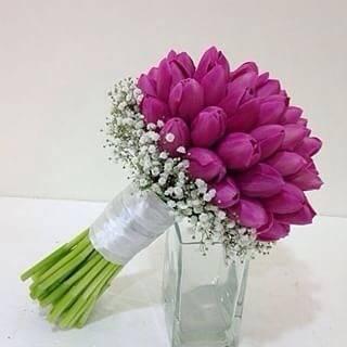 مسكة عروس بأزهار التوليب