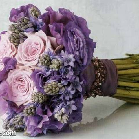 مسكة عروس مميزة باللون البنفسجي