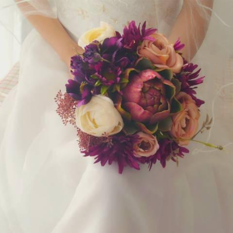 مسكة عروس مميزة بدرجات اللون البنفسجي
