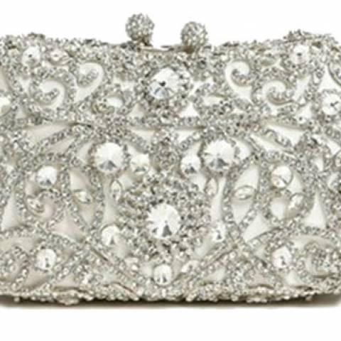 حقيبة خاصة ببدلة العرس.