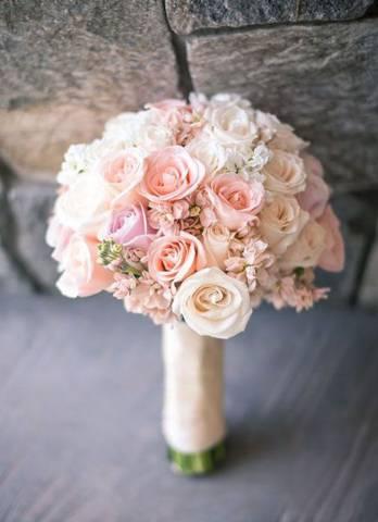 مسكة عروس باللون الزهري والأبيض